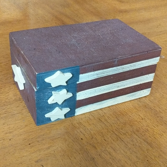 Americana trinket/jewelry box